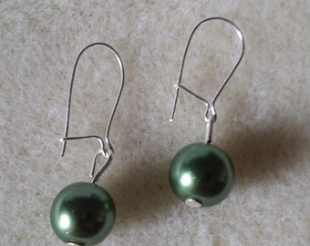 Green Pearl effect drop earring