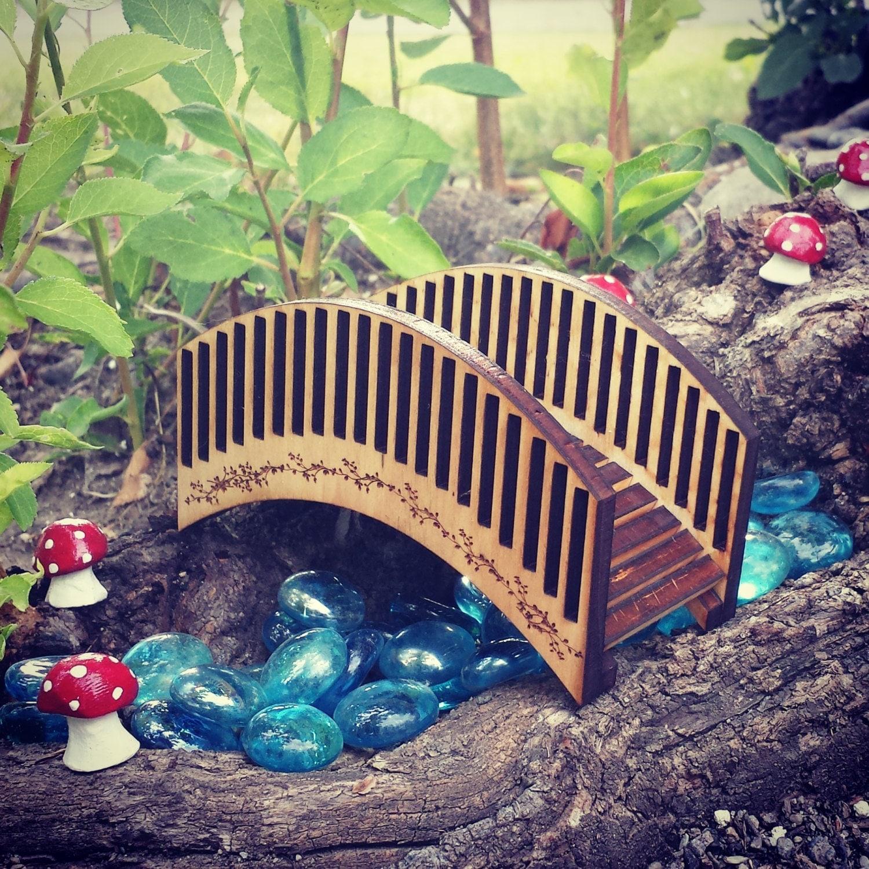 Miniatures miniature pont jardin f erique f e jardin - Passerelle en bois pour jardin ...