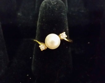 Gold tone ring with faux pearl and accents