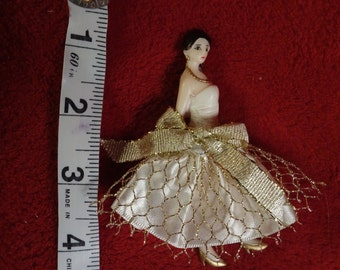 Vintage Art Deco Spanish Dancer Celluloid/Plastic pin or brooch