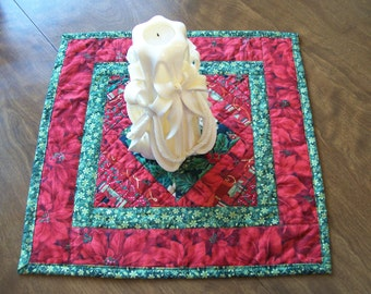 Table Topper, Christmas, Poinsetta, Pieced, Quilted, Quiltsy Handmade, cij