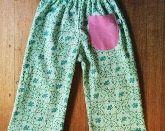 Sleepy pants for sleepy kids - green flowers size 2