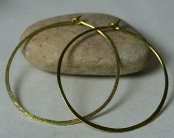 Handmade hammered gold tone large infinite circular hoop 45mm, one pair (item ID GT5-3G18)