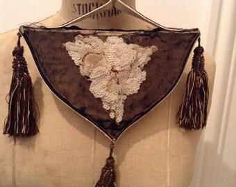 Pouch beaded purse Bourse perles brodées petit sac parisien noir 1880? 1920? Miroir boudoir pompons minaudière french vintage mirror