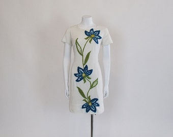 60s dress /  Cream Dream 1960's Embroidered Floral Mod Shift Dress