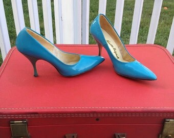 Vintage 1960's Turquoise Patent Leather Point Toe Pumps High Heels Nanette Originals