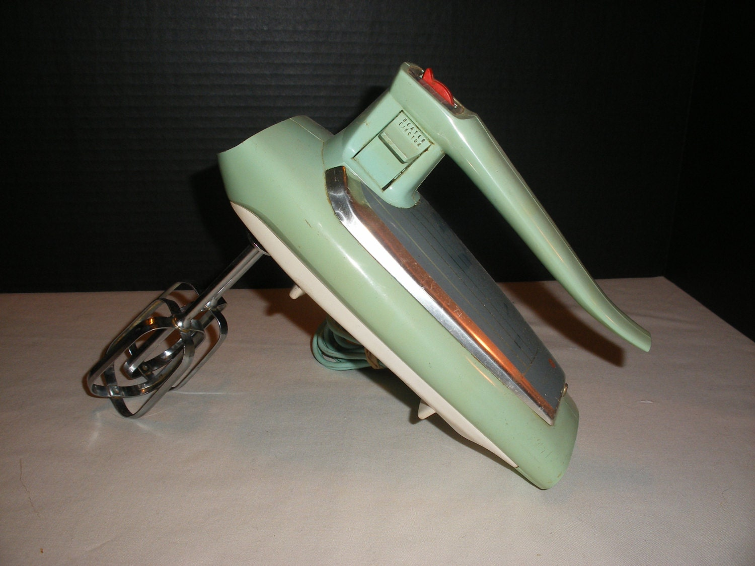 Vintage green ge general electric hand mixer for Antique general electric mixer