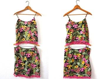 20 DOLLAR SUPER SALE! Hawaiian Matching Crop Top and Skirt Set - Hawaiian Dress Vintage - Pom Pom Trim