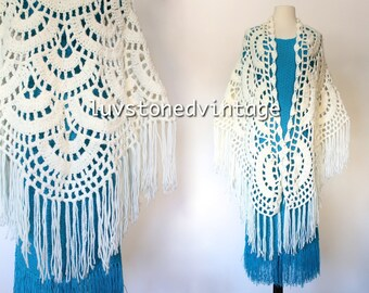 Vintage Ivory Crochet Fringe Cape Scarf  Boho Hippie Shawl Capelet Shrug Wedding . SML . Box . 971.5.14.15
