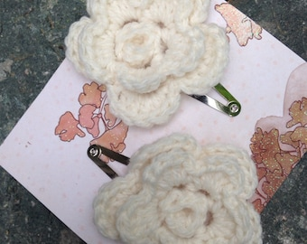 Set of 2 blossom flower hair clips, sewn on, no glue no buttons in cream