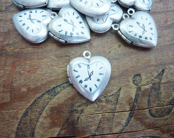 Silver Ox Heart Locket with Clock Steampunk Locket 20mm (1)