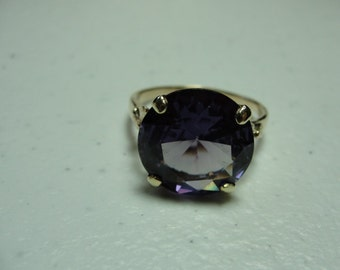 Vintage Alexendrite ring 14k gold color change stone.. Size 10