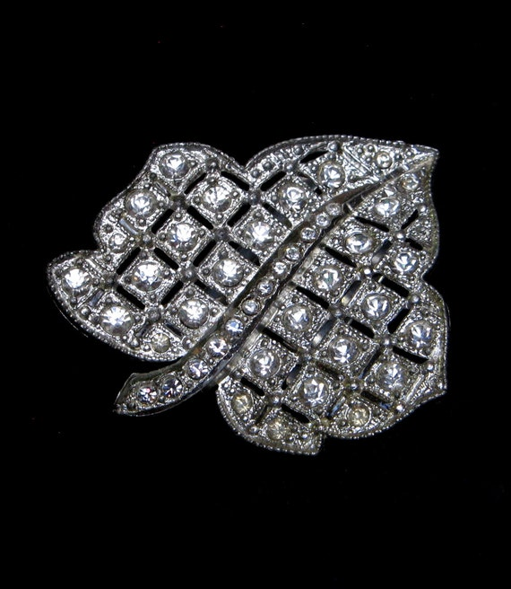 VINTAGE Rhinestone Dress CLIP Art Deco Paste Fur Scarf 1930s 1940s Pot Metal Leaf Jeweled Brooch Old Jewelry Holiday Crystal Gift