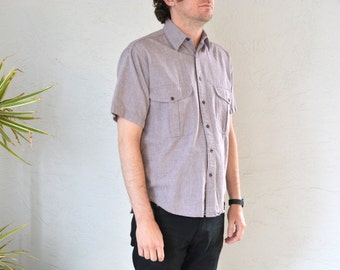 vintage men's '90s RED-VIOLET CHAMBRAY short sleeve button-up shirt. size s m (short).