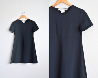 vintage '90s MINIMALIST simple BLACK short sleeve T-Shirt dress. size xs s.