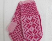 Handknitted norwegian mittens for children in pink