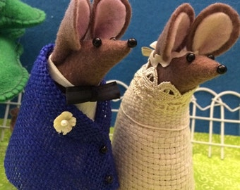Mr and Mrs Mouse Rustic Wedding Cake topper    soft sculpture