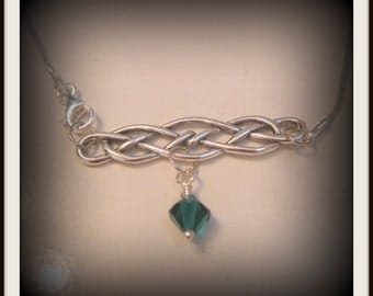 Celtic front closure necklace with Emeraldcrystal
