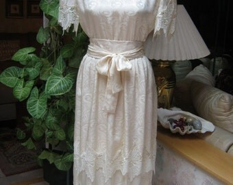 Vintage pearly beige lace tiers cocktail dress, embossed cream beige bride's short lace dress, tiers lace skirt sleeves sz 6/Small dress