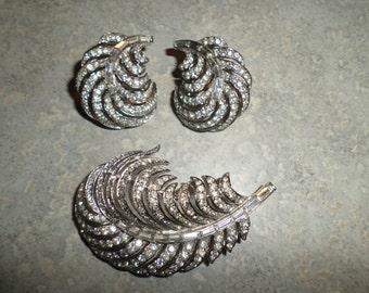 Crown Trifari sparkly rhinestone silver plume Feather Brooch & Earrings Set