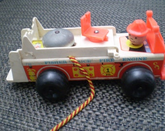 Vintage 1968 Fisher Price fire engine pull toy