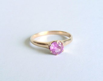 Pink Tourmaline Solitaire Ring. 14k Gold.
