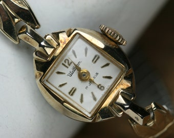 Vintage Waltham Women's Wrist Watch- 17 Jewel Movement