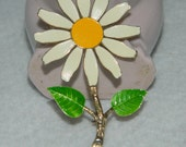 Vintage Enamel Daisy Brooch Yellow White Green Leaves