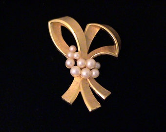 Vintage TRIFARI Pearl Brooch