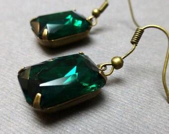 Vintage Faceted Czech Octagon Drop Earrings. Emerald Green. Octagon Rhinestone Earrings. Dangle Earrings. Handmade Jewelry.