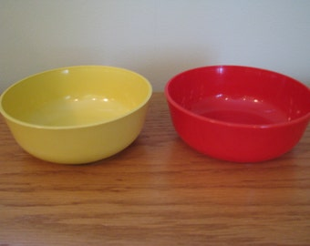 2 Vintage Gothamware Plastic Cereal Bowls Red Yellow
