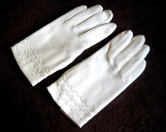 GLOVES Vintage Dress Up Costume Authentic Retro Ivory Faux Leather Lined UNUSED New