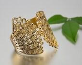 Gold Filigree Bracelet Hinged Clamper Flower Bangle Vintage - W3375