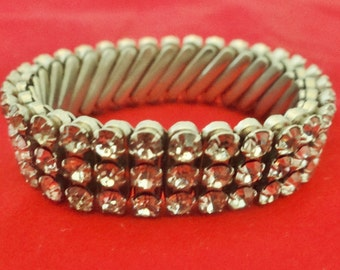 Vintage 1950s  silver tone expansion bracelet with rhinestones in great condition