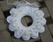Bucilla Felt WREATH ORNAMENT from the White Christmas Collection