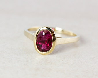 Gold Pink Tourmaline Ring - Oval Cut - 10kt Yellow Gold - Engagment Ring