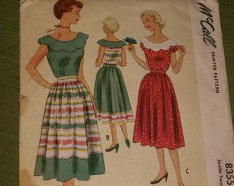 Retro Junior Dress with Scallop Collar Size 17 / 1950's / UNCUT