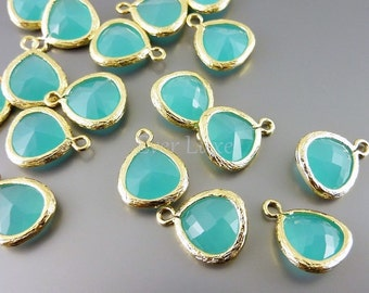 2 mint green 10mm teardrop glass pendants, glass charms, diy jewelry / jewellery findings 5064G-MT-10 (bright gold, mint, 10mm, 2 pieces)