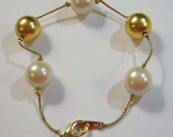 vintage white and gold tone beads on a gold tone chain bracelet 14B