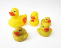 Vintage DUCK odd family⎮sunny yellow red rubber⎮bath pool⎮baby kid toy⎮bird animal⎮artist craft project supply⎮set of 5
