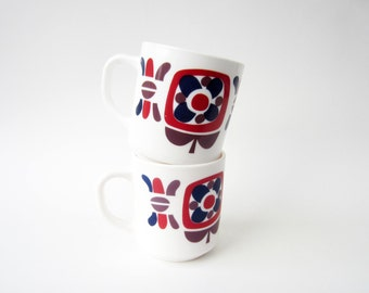 1970s milk glass MUG⎮POP flowers red blue burgundy pattern⎮vintage French advertising MOBIL⎮Arcopal⎮mid century modern⎮set of 2