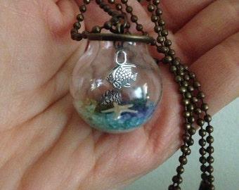 Mini aquarium necklace