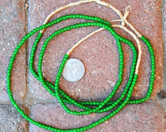African White Hearts Green 2x3 mm 2 Strands