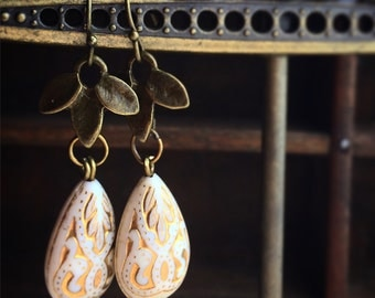 Bronze Laurel Earrings / Vintage Style Dangly Drop Antique Brass / Art Nuevo Victoroan Edwardian Costume / Lightweight Cream and Gold Beaded