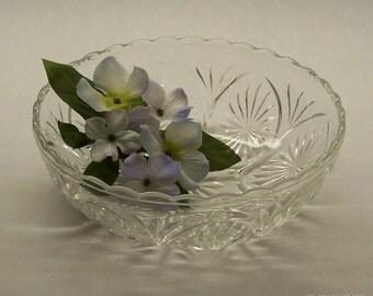 "Vintage Anchor Hocking Glass Bowl 'Medallion Clear' Star and Cameo 8"" Serving Bowl, Salad Bowl, Vegetable Bowl, Holiday Serving Bowl"