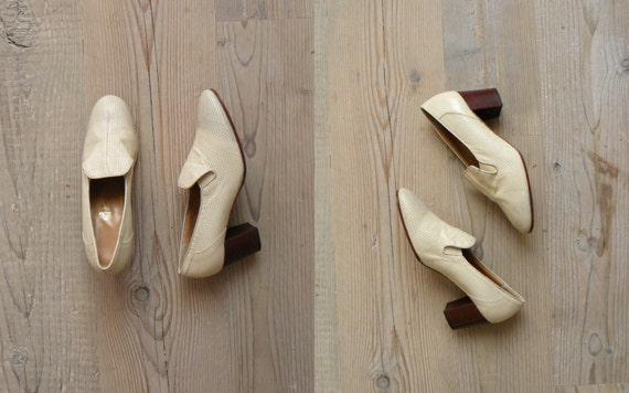 Vintage 1960s heels 60s shoes. Mod eyelet cream leather heels