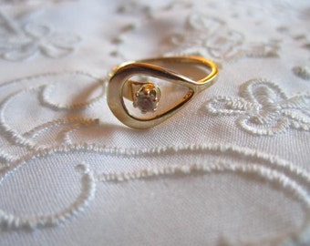 Vintage Avon Modern Design Gold Tone Ring with Small Clear Rhinestone