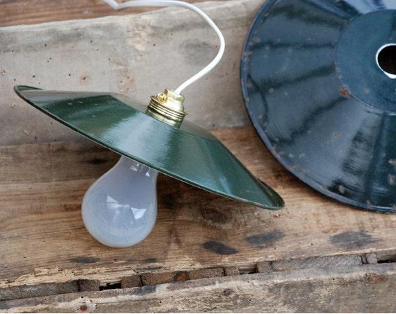 abat jour maill vert pour lampe plafond style industriel. Black Bedroom Furniture Sets. Home Design Ideas