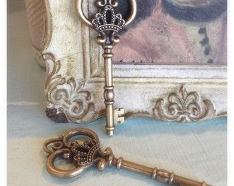 2 Piece Royal Key Pendants