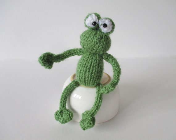 Knitted Frog Pattern : Frog and bugs toy knitting patterns